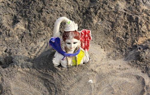 8329 Varkala beach idol