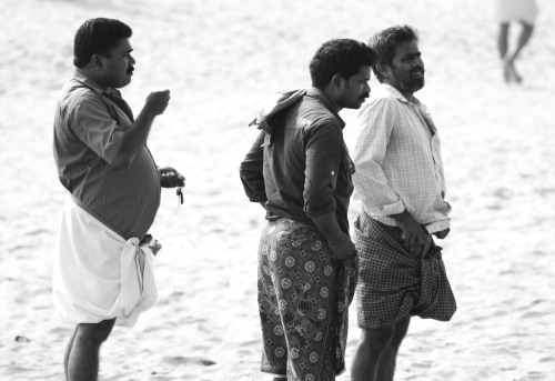 8512 Men on the beach, Varkala