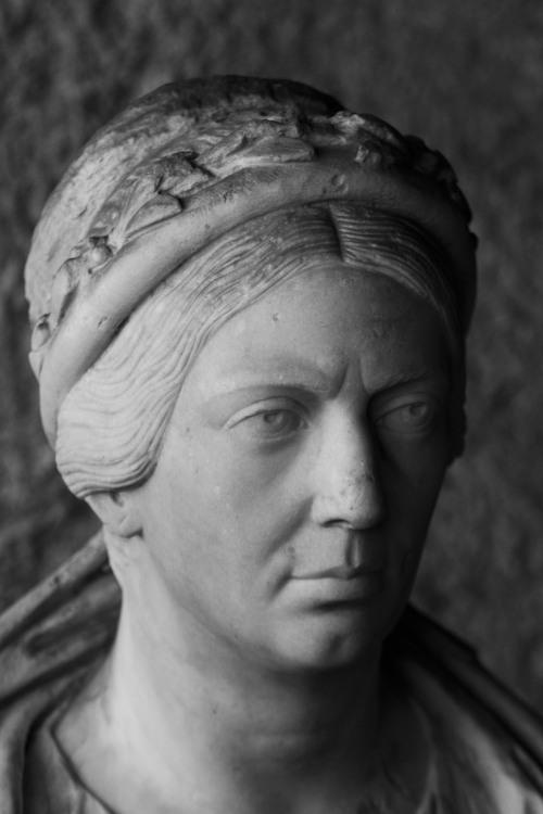 3992 Roman matron
