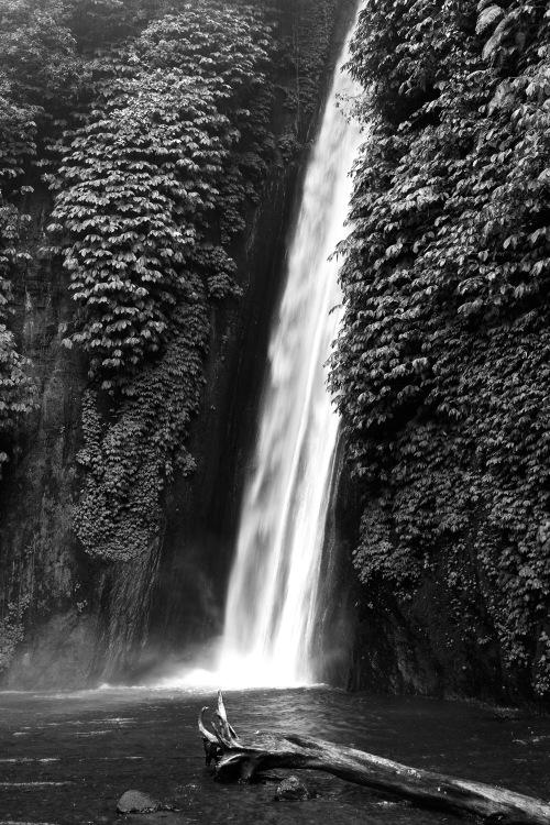 8842 Waterfall, Munduk