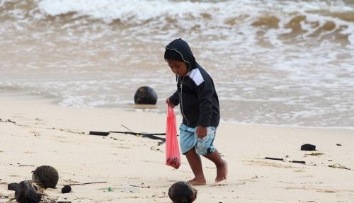 9917 Beach kid
