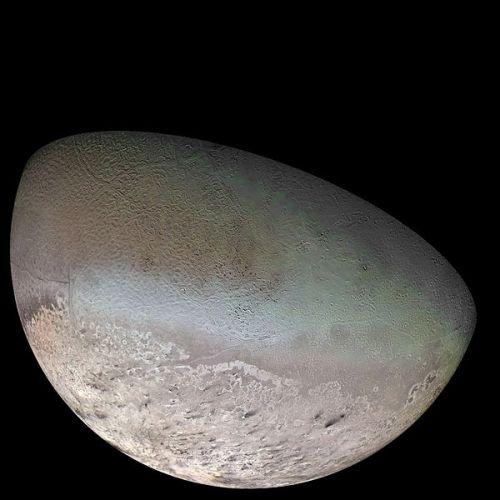 Triton moon mosaic Voyager 2
