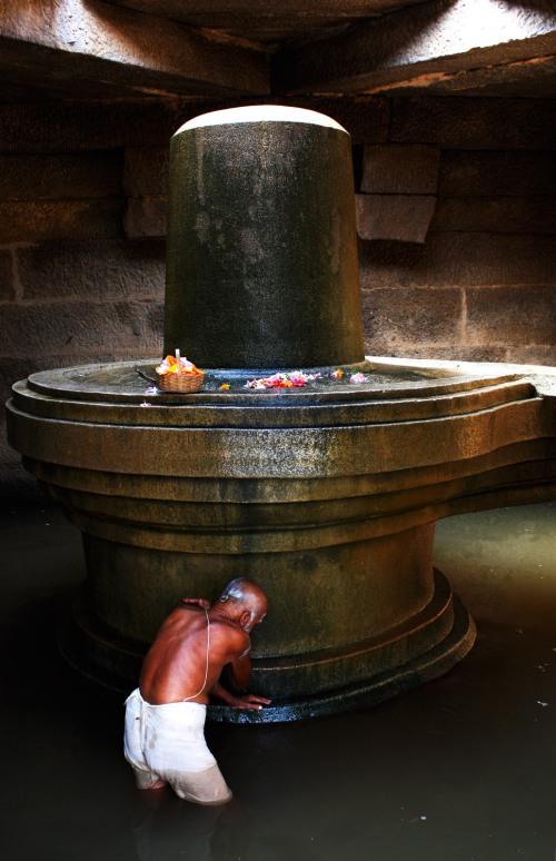 2965 Tending the lingam