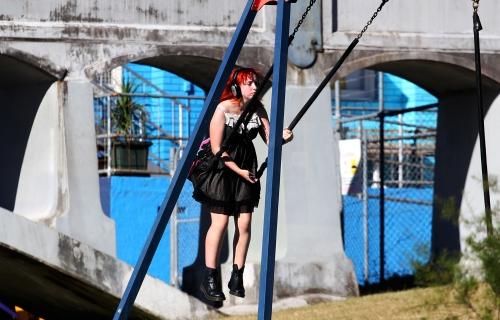 0675 Swing girl