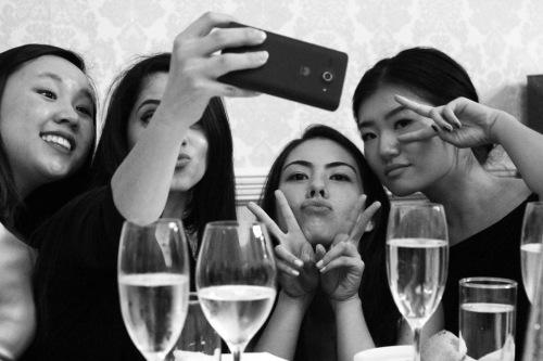 7661 Group Selfie