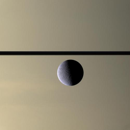 Rhea_in_front_of_Saturn