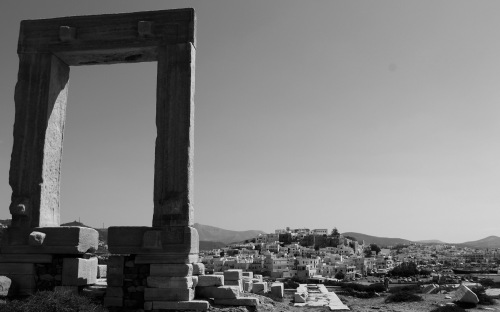 2765-ancient-gate-naxos